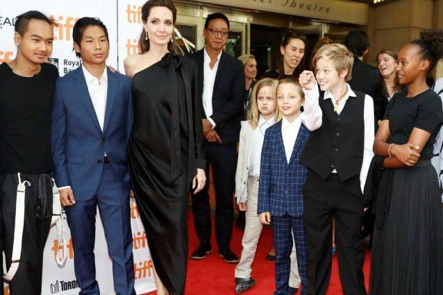 """Angelina Jolie: """"Il divorzio da Pitt è doloroso, nessuno mi è stato vicino come i miei figli"""""""