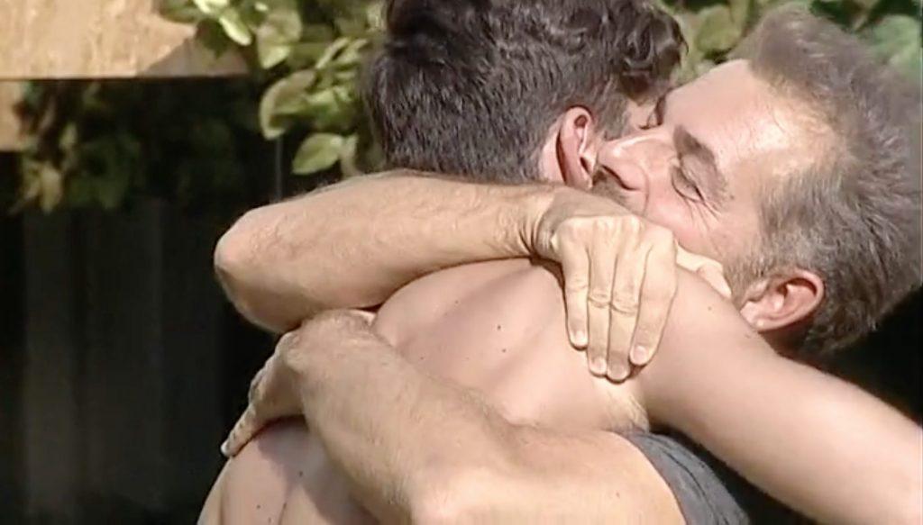 L'abbraccio tra Ignazio Moser e Daniele Bossari