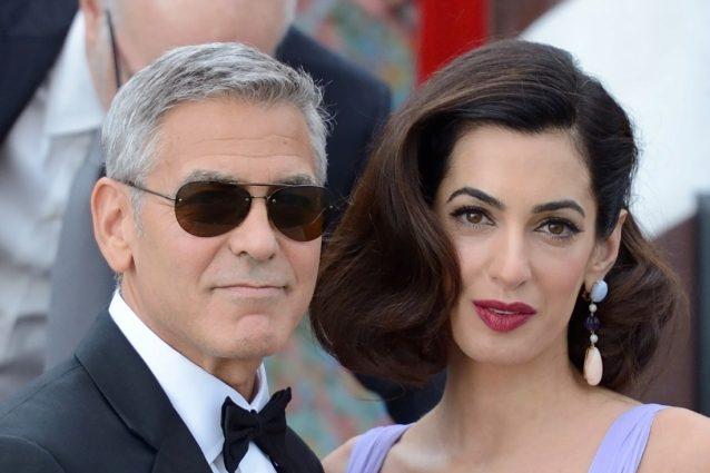 """George Clooney: """"Amal allatta ogni tre ore, mi sveglio anch'io per non sentirmi in colpa"""""""