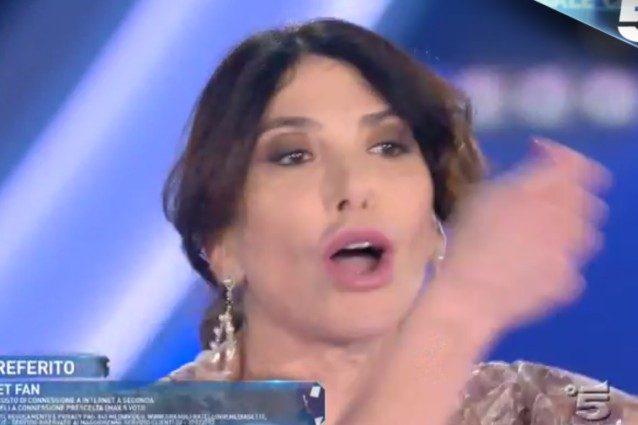 """Carmen Di Pietro scopre che Predolin l'ha definita """"barbona"""" e si infuria"""