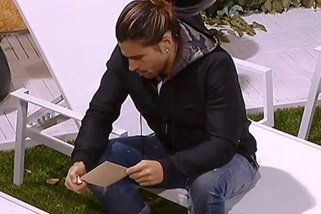 """Luca legge la lettera in cui Soleil lo lascia, poi la brucia: """"Ho ottenuto quello che volevo"""""""