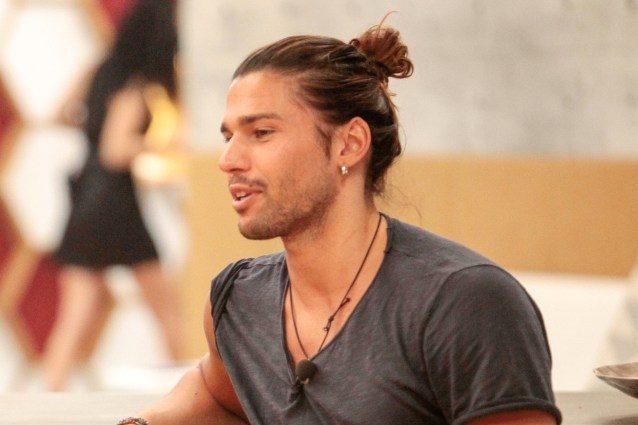 """Il GF Vip conferma: """"Luca Onestini non ha bestemmiato"""", il concorrente non sarà eliminato"""