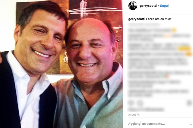 """Gerry Scotti, 'rivale' di Fabrizio Frizzi in tv: """"Forza amico mio"""", poi a Caduta Libera lo saluta"""