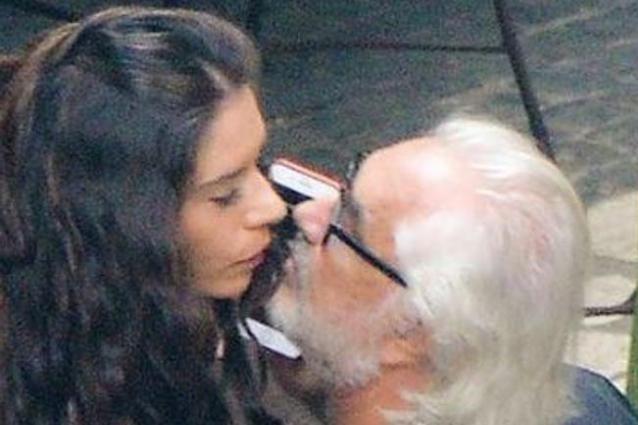 Un bacio? Ecco la versione di Flavio Briatore