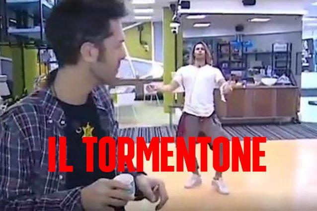 """""""Batti le mani schiocca le dita umore alto tutta la vita"""", il tormentone con Tonon e Luca Onestini"""