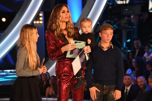 Isabel, Chanel e Cristian al Gf Vip: mamma Ilary è stoica ma papà Totti ha l'occhio lucido
