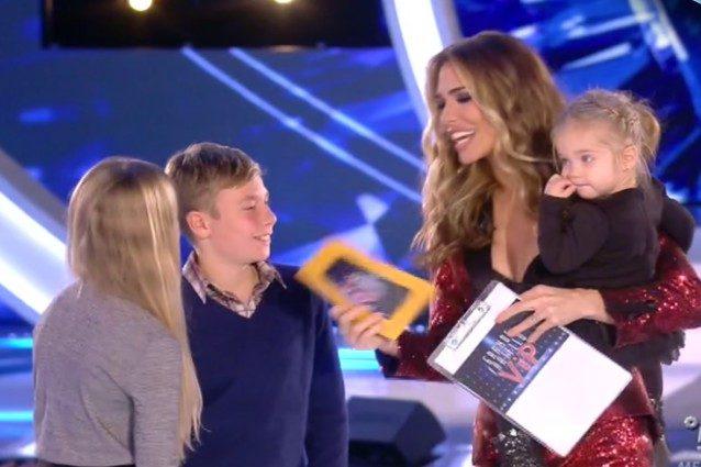 Isabel, Cristian e Chanel fanno una sorpresa a Ilary Blasi, Francesco Totti si rifiuta di entrare in studio