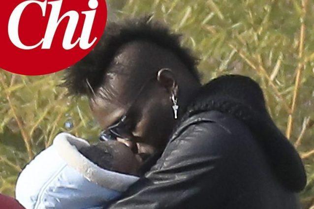 Le prime foto di Mario Balotelli con Lion, il secondo figlio avuto dalla compagna Clelia