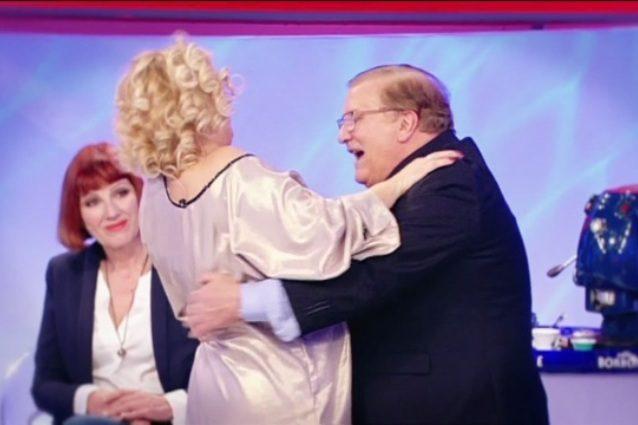 Uomini e Donne, Sara Affi Fella bacia Luigi