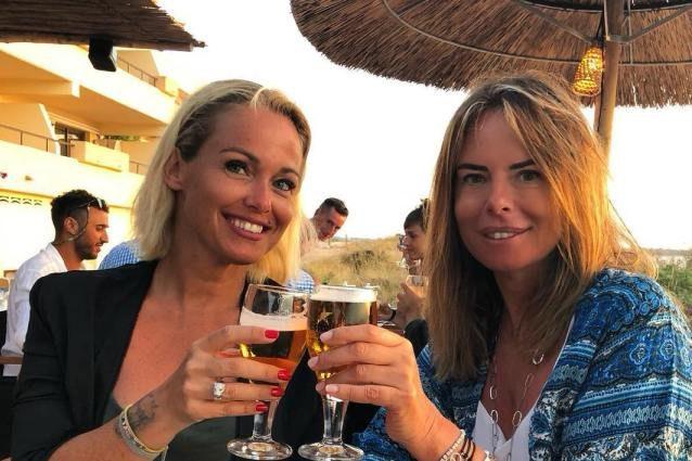 Paola Perego posa assieme all'amica Sonia Bruganelli ma gli haters l'attaccano