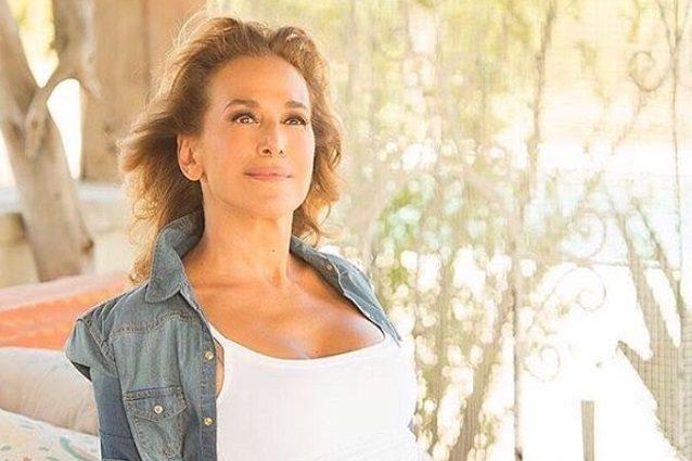 Pomeriggio Cinque, Aida Nizar fuori di seno (video integrale)