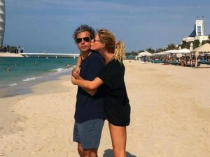 Alessia Marcuzzi festeggia 46 anni a Dubai, con lei il marito, i figli e le amiche più intime