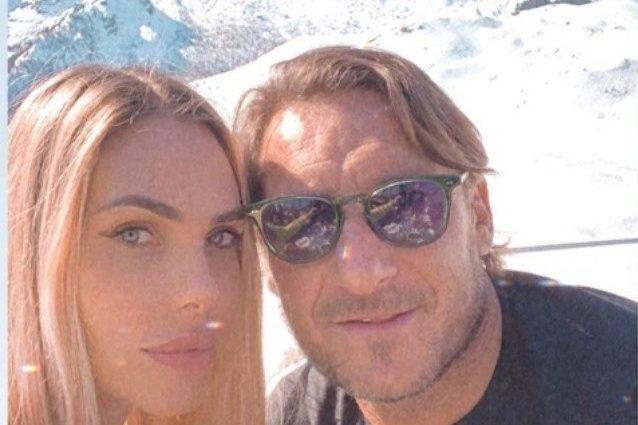 Amore sulla neve per Ilary Blasi e Francesco Totti, la coppi