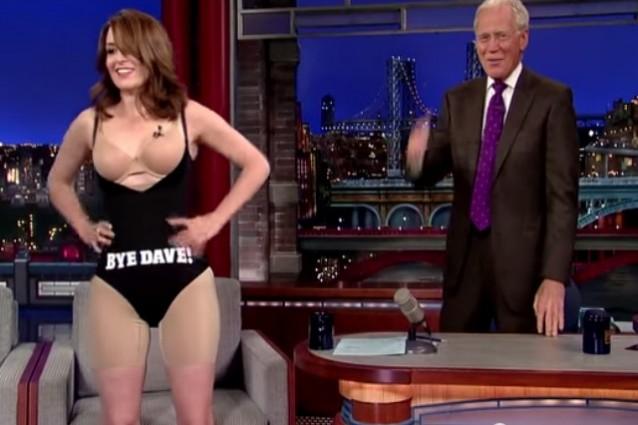 Nuda per David Letterman, Tina Fey regala uno spogliarello per l'addio alla tv