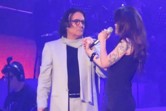Elisa omaggia Mia Martini ad Arenà, emozioni tra il pubblico di Renato Zero