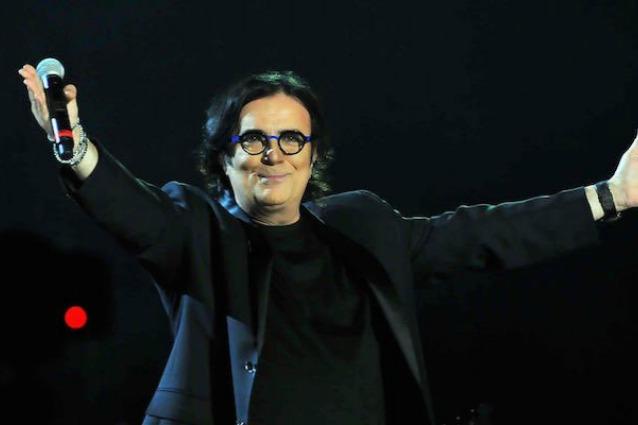 """Renato Zero e il trionfo del concerto in tv, le reazioni dei sorcini: """"Unico, inimitabile"""""""
