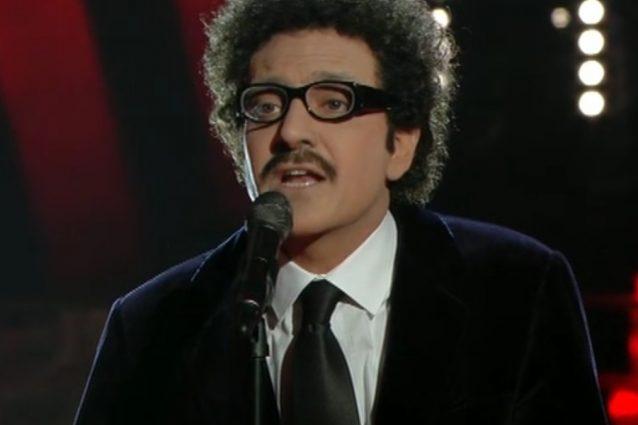 """Sergio Assisi malato imita Eduardo De Crescenzo, canta la celebre """"Ancora"""""""