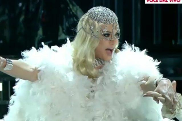 """Bocciata la Lady Gaga di Vittoria Belvedere: """"Come rovinare una delle cantanti più brave"""""""
