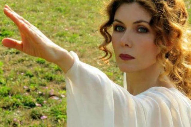 Eleonora Brigliadori contro la chemioterapia, rissa con Nadia Toffa