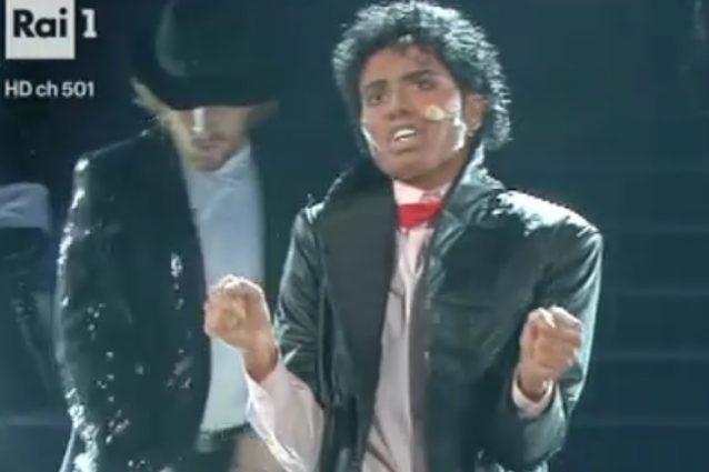 """Lorenza Mario """"cambia sesso"""" e si trasforma in Michael Jackson"""