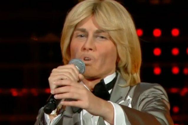 Fatima Trotta è Nino D'Angelo, il pubblico la boccia