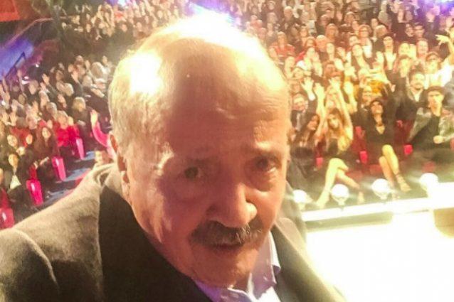 """Il primo selfie di Maurizio Costanzo in diretta tv: """"Sarà anche l'ultimo"""""""