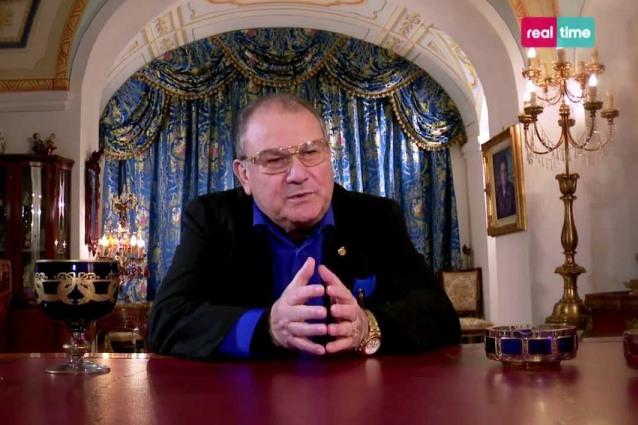 """Don Antonio Polese resta in ospedale, ma """"Il boss delle cerimonie"""" va in onda ugualmente"""