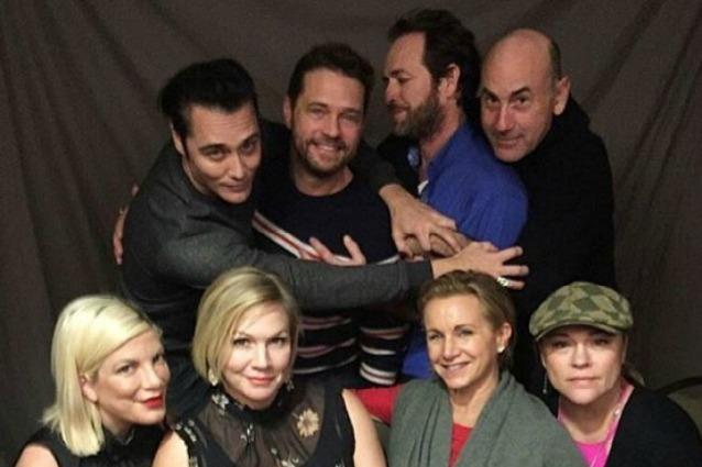"""La reunion di """"Beverly Hills 90210"""" 25 anni dopo: come sono cambiati gli attori"""