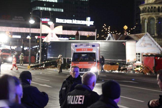 Attentato a Berlino: Mediaset, Rai e LA7 cambiano i palinsesti per seguire la strage