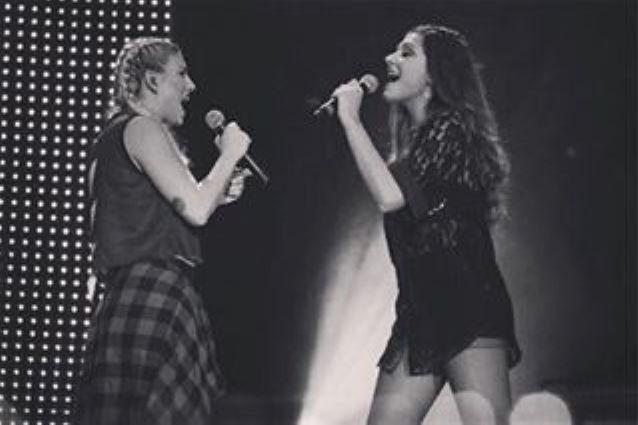 """Adesso Tour: la corista di Emma Marrone è Arianna Mereu, ex di """"Amici 2010"""""""