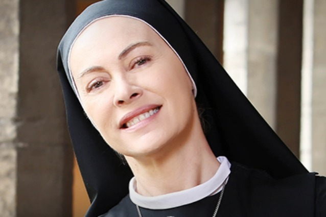 """Elena Sofia Ricci: """"Grazie a suor Angela di 'Che Dio ci aiuti' ho scoperto Gesù"""""""