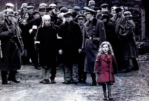 Bambina con cappottino rosso in Schindler's List
