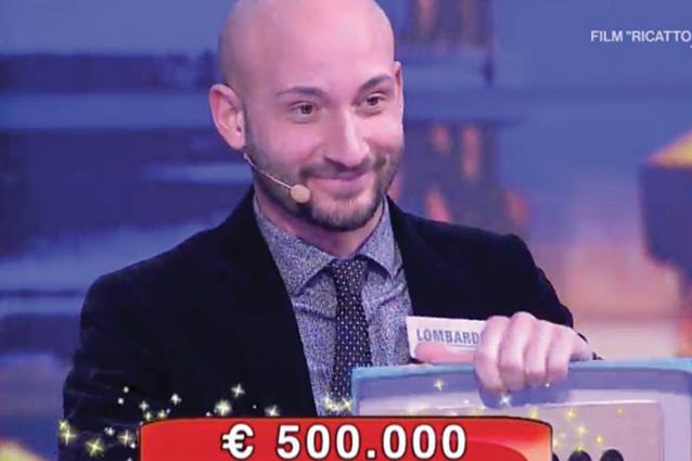 """Alessandro vince 500mila euro ad Affari Tuoi: """"La mia famiglia non lo sapeva, mia nonna si è rotta il menisco"""""""