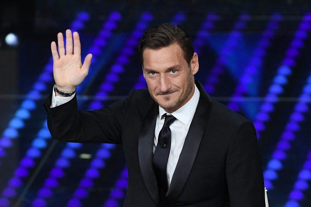 Sanremo 2017 come il Grande Fratello: Totti devolve l'intero compenso in beneficenza