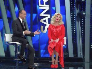 Virginia Raffaele al Festival di Sanremo 2017: imita Sandra Milo e punta sui doppi sensi