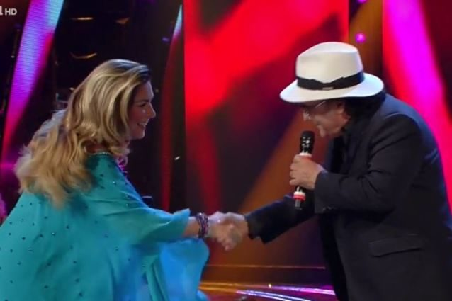 """Invitano Al Bano a baciare Romina Power, lui si rifiuta: """"C'è la Lecciso che guarda"""""""
