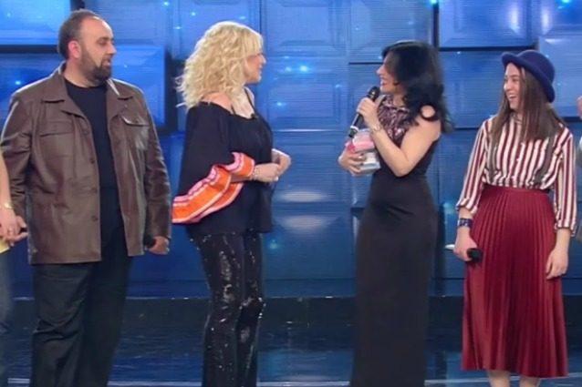 Giusy Ferreri con il pancino a Standing Ovation, il tenero regalo di Antonella Clerici