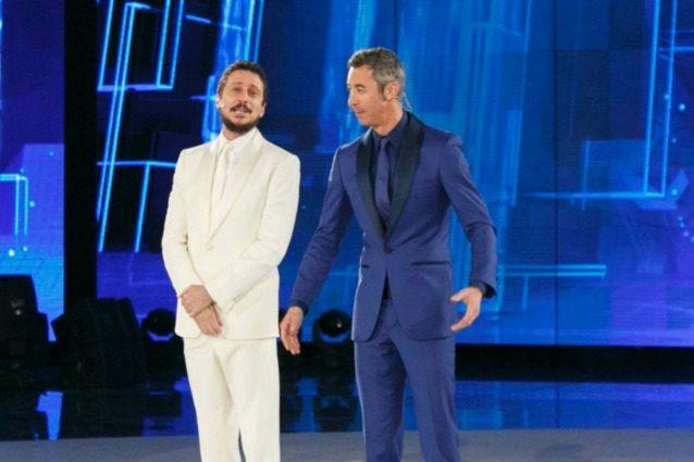 """Luca e Paolo: """"I giudici vengono qui tutte le settimane perché non li hanno presi all'Isola dei famosi"""""""