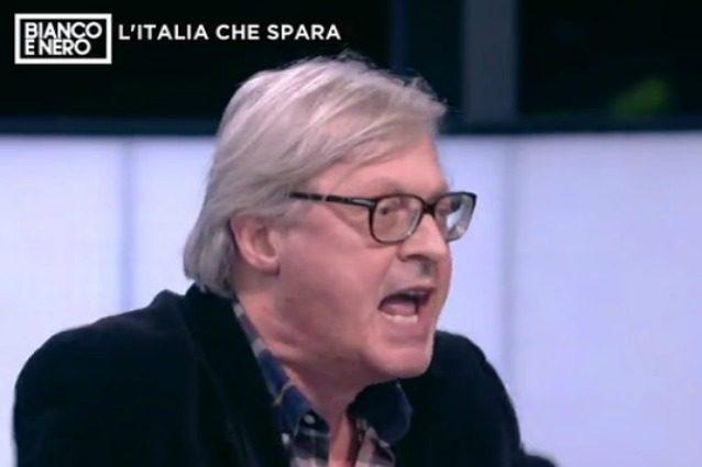 """Vittorio Sgarbi insulta tutti a 'Bianco e nero': """"Dite ca**te"""", e gli ospiti se ne vanno"""