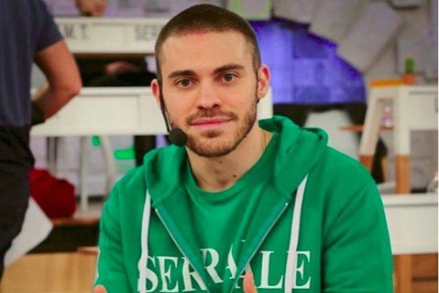 Thomas elimina Lo Strego, il cantautore lascia Amici 2017