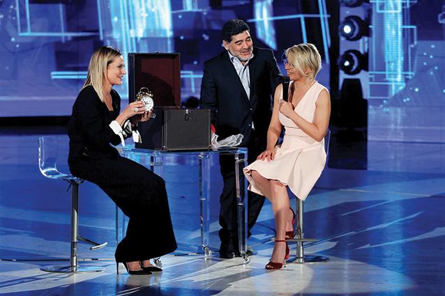 """""""Amici"""" diventa super con Diego Armando Maradona, è re degli ascolti"""