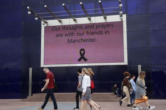 Attentato Manchester, Mediaset cambia programmazione con gli speciali sull'attentato