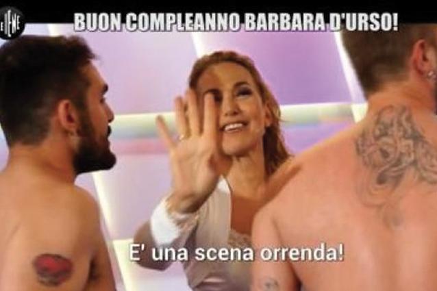 """Corti e Onnis de Le Iene nudi per i 60 anni di Barbara D'Urso: """"È una scena orrenda"""""""