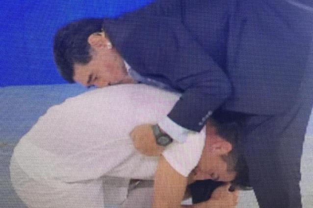 """Maradona: """"Allenerei il Napoli se la gente lo volesse"""" e Sacchetta si inchina ai suoi piedi"""