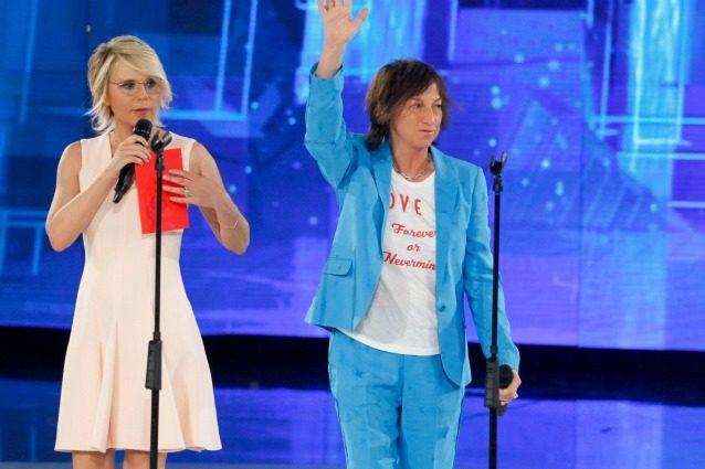 """Gianna Nannini rimprovera Maria De Filippi: """"Ti invito sempre ai miei concerti ma non vieni mai"""""""