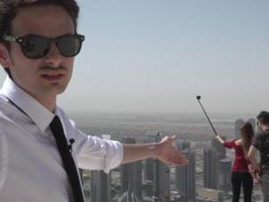 """Fabio Rovazzi mostra i selfie estremi: """"Ecco come si muore da dementi"""""""