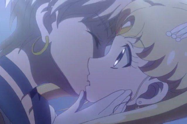 La Rai non censura il bacio lesbo tra Sailor Moon e Sailor Uranus, in onda la scena completa
