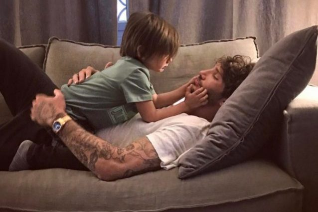 """Stefano De Martino: """"È dura fare il padre separato e passare poco tempo con mio figlio"""""""
