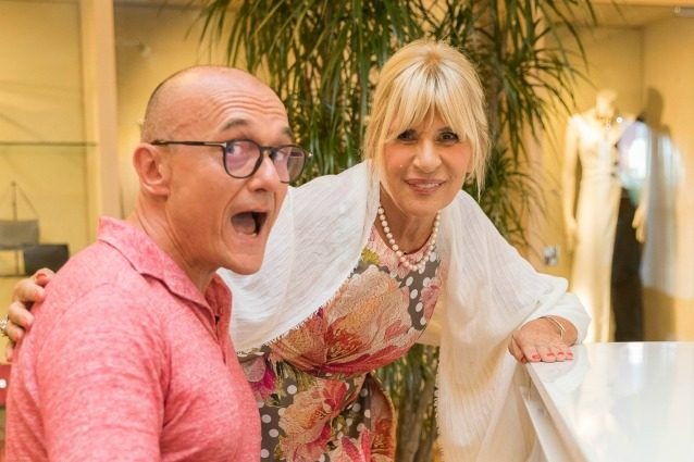 #Estate, Alfonso Signorini porta il gossip in tv con un tour sulle spiagge vip