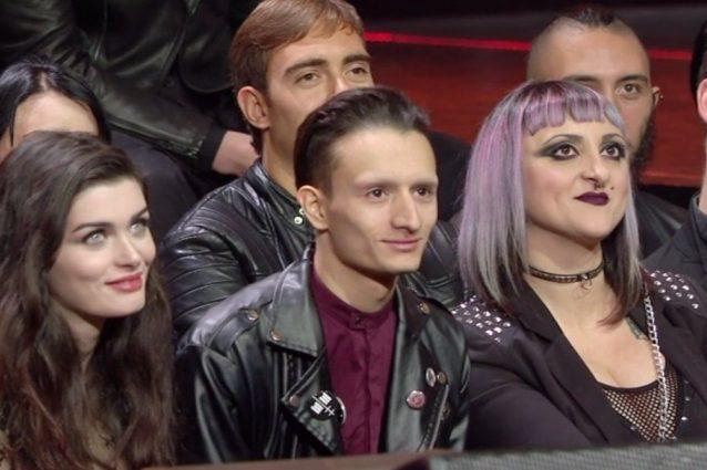 """Il tenore Vittorio Grigolo entusiasmante con """"Somebody to Love"""" dei Queen, battuta sui fan di Manson"""